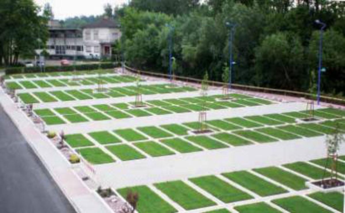 Zazielenione parkingi poprawiają mikroklimat w dużych miastach