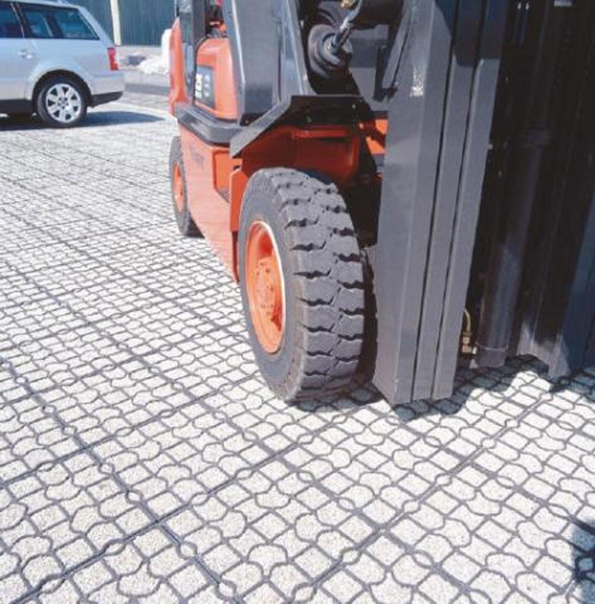 wózek widłowy na umocnionej nawierzchni EcoRaster
